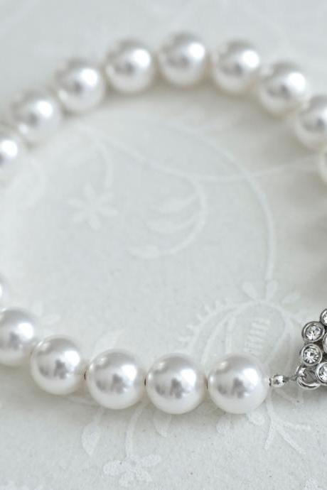 Bridal Pearl Bracelet, Bridal Bracelet, Classic Bridal Pearl Bracelet, White Swarovski Pearls and Flower Shaped Magnetique Clasp Bracelet